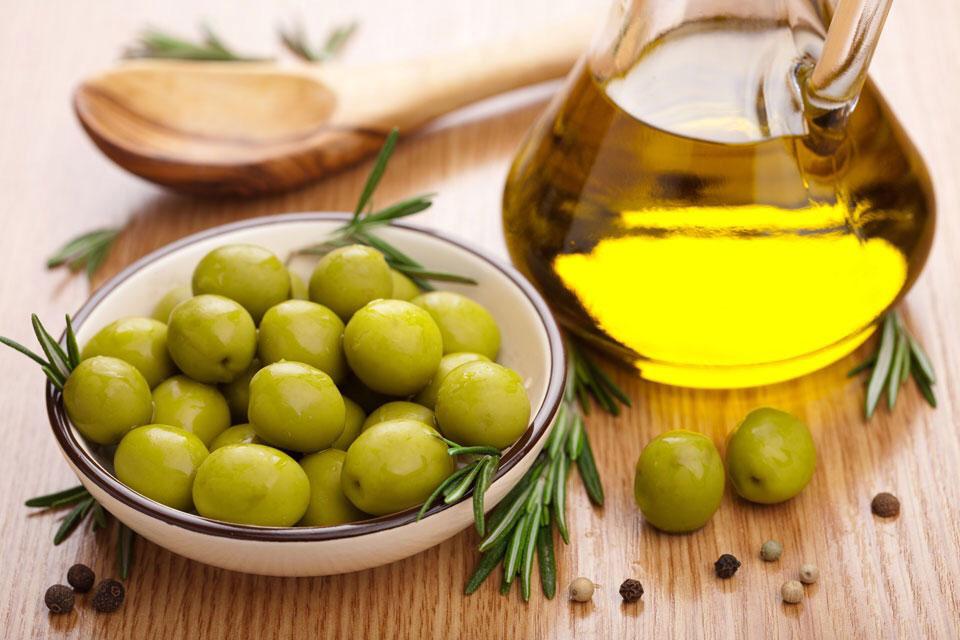 dầu oliu giúp trị rạn da hiệu quả