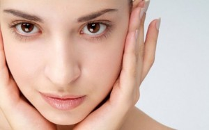 uống nước thường xuyên để có làn da khoẻ mạnh